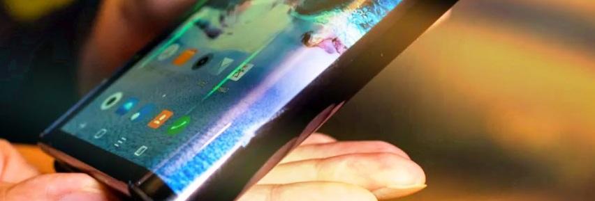 Motorola crée la surprise en annonçant un smartphone pliable