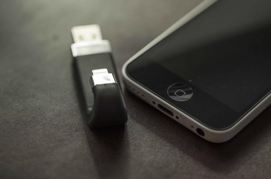 Iphone et clé leef